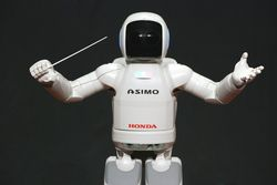 ASIMO_Conducting_Pose_on_4_14_2008
